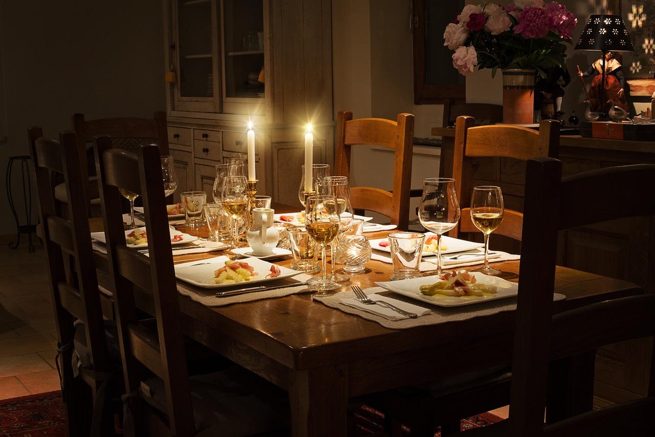 Jaki stół wybrać do jadalni?