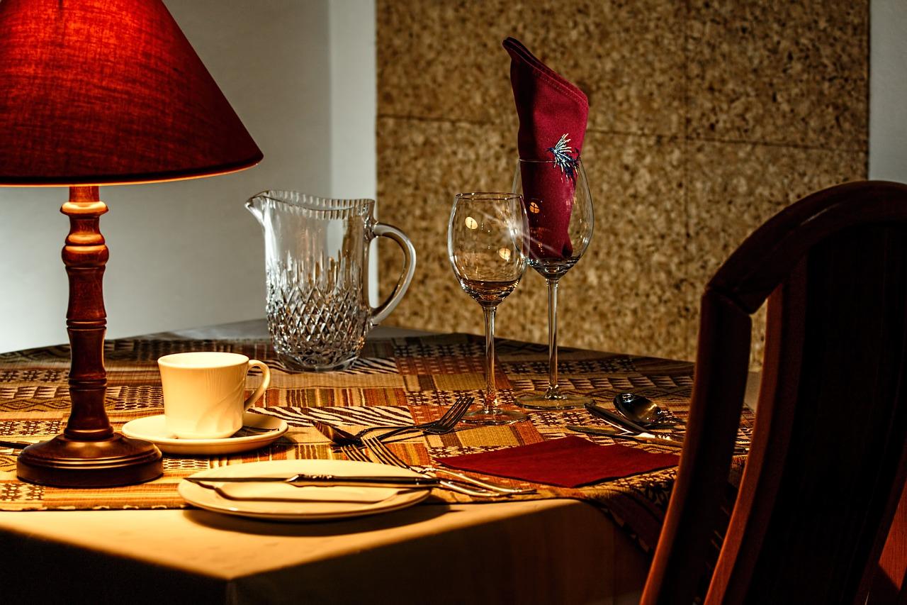 Jak pięknie ozdobić stół?