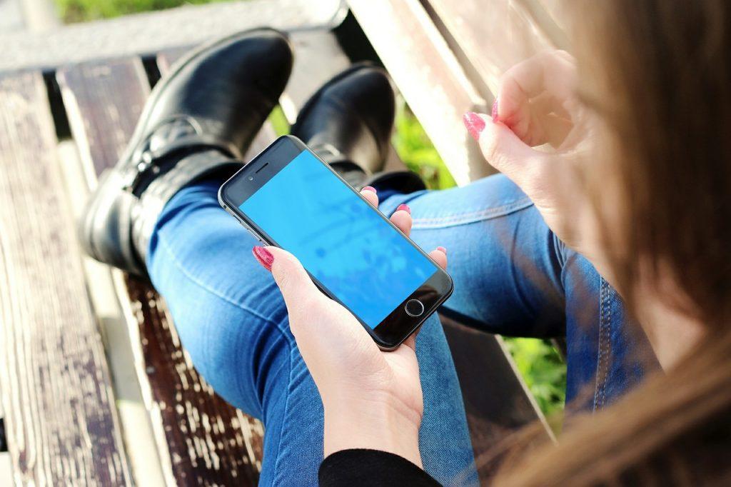 Etui na telefony: na jaki materiał postawić?