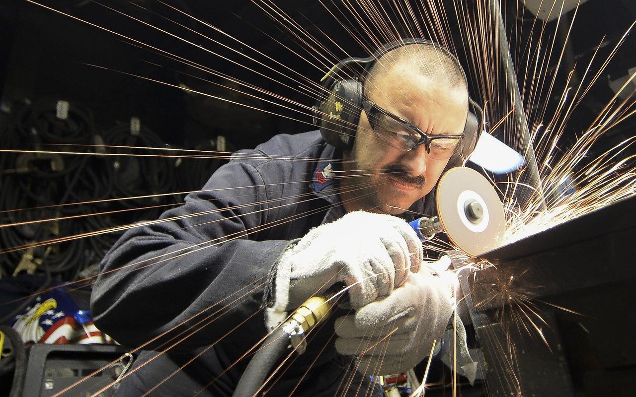 Przecinarki do płytek - skuteczne narzędzie pracy