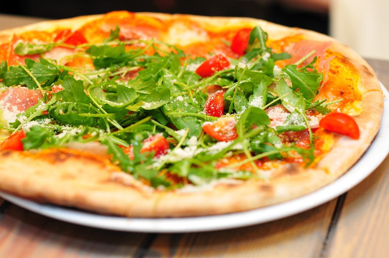 Pizza: tradycyjne danie kuchni włoskiej
